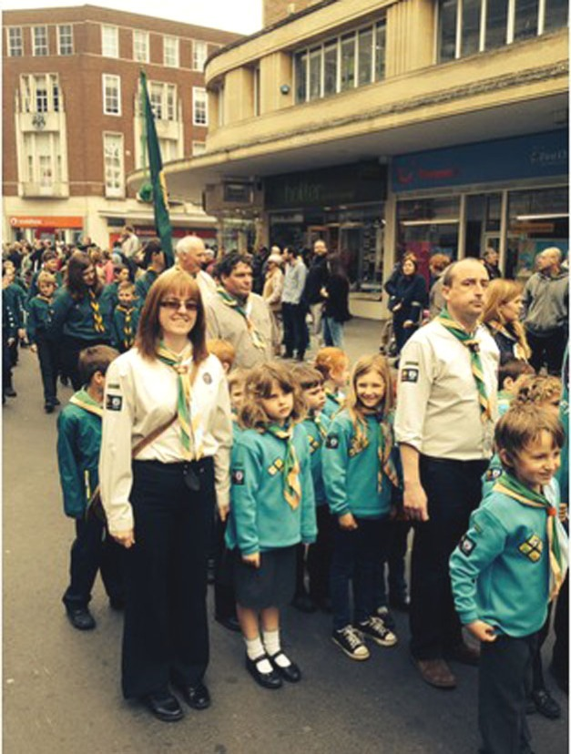 Brownies parade thro Exeter